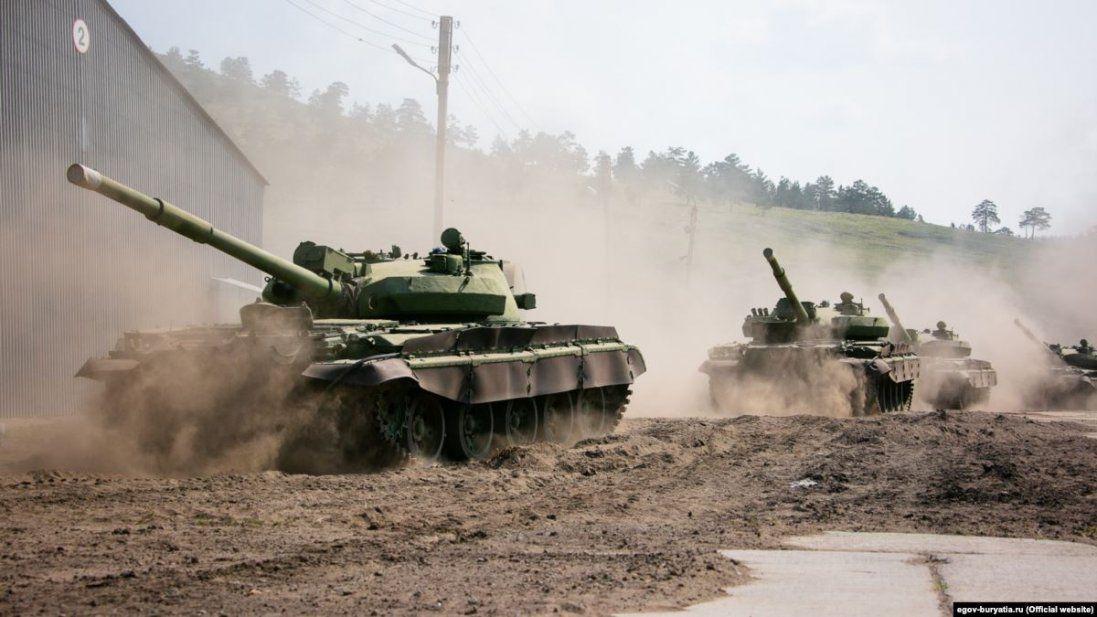 Росія на Донбасі стягує танки