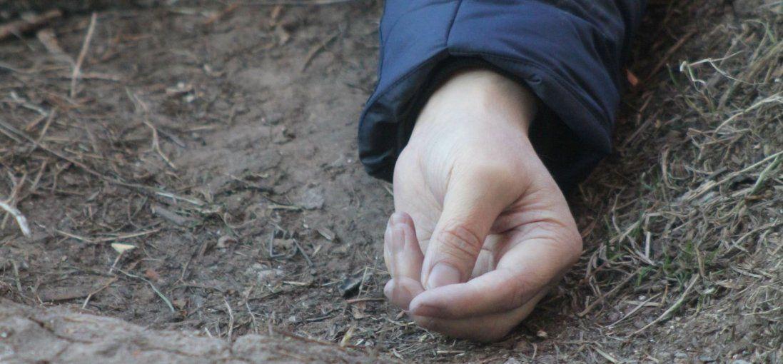 У Дніпрі в покинутому приміщенні знайшли труп чоловіка (фото 18+)