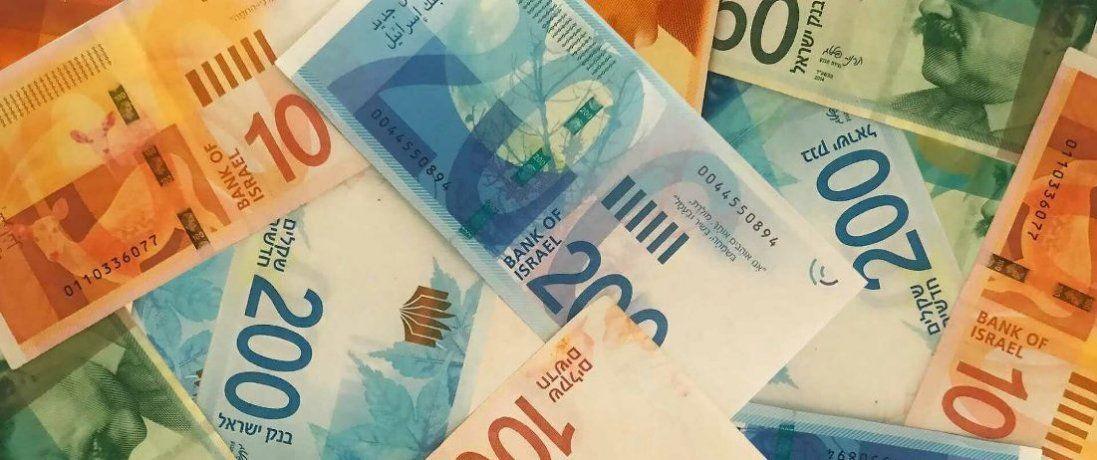 Курси долара і євро продовжують зростати