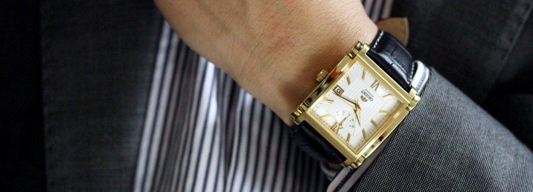 Зеленський подарував евакуйованому з Уханя українцю годинник за 4 тисячі (фото, відео)