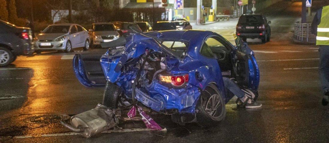У Києві в жахливій аварії загинув хлопець (фото, відео 18+)
