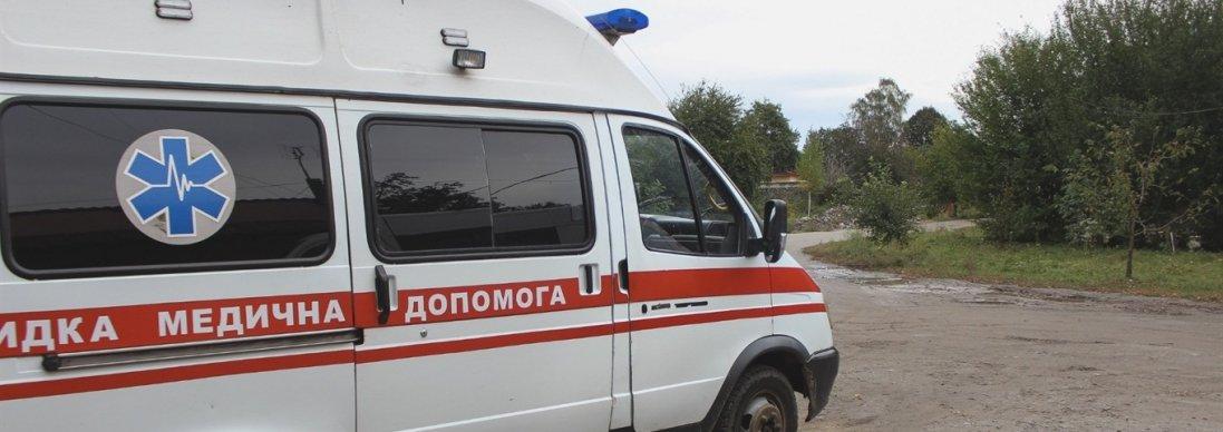Стікав кров'ю на вулиці: у Володимирі рятували чоловіка
