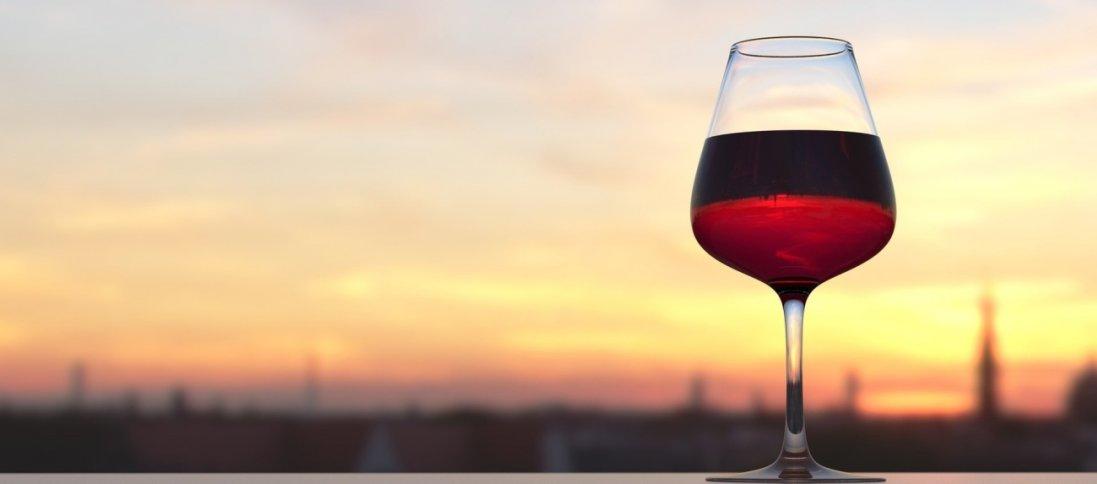 В італійському селі з кранів текло вино (відео)