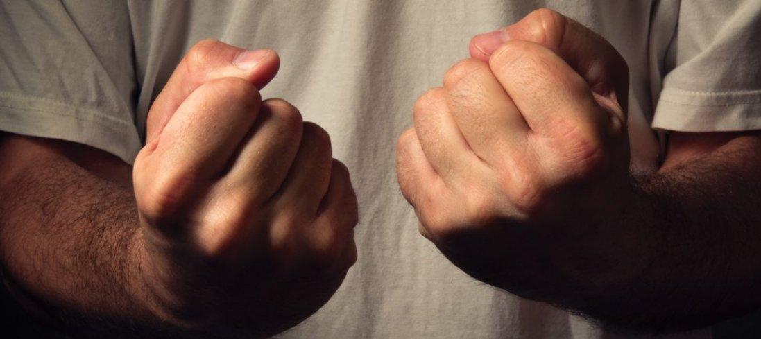 У Нововолинську 15-річних хлопців «заспокоювали» гумовими кийками (відео)