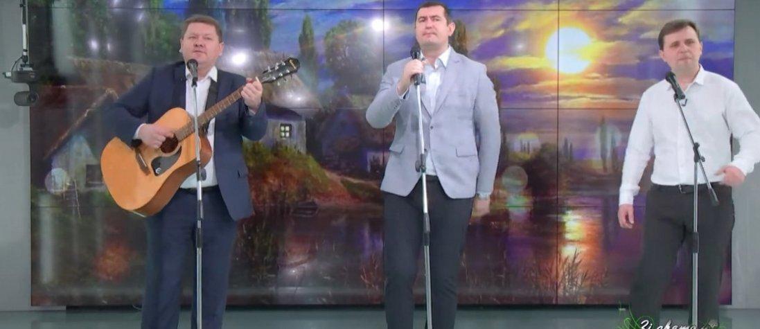 Волинські депутати і чиновник знялися в кліпі до 8 Березня (відео)