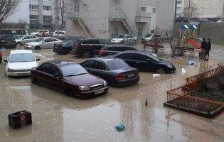 Потоп у Києві: автомобілі перетворилися на човни (фото)