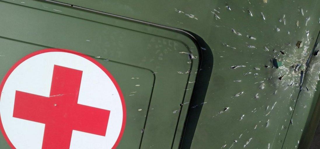 Терористи зрешетили санітарний автомобіль на Сході (фото)