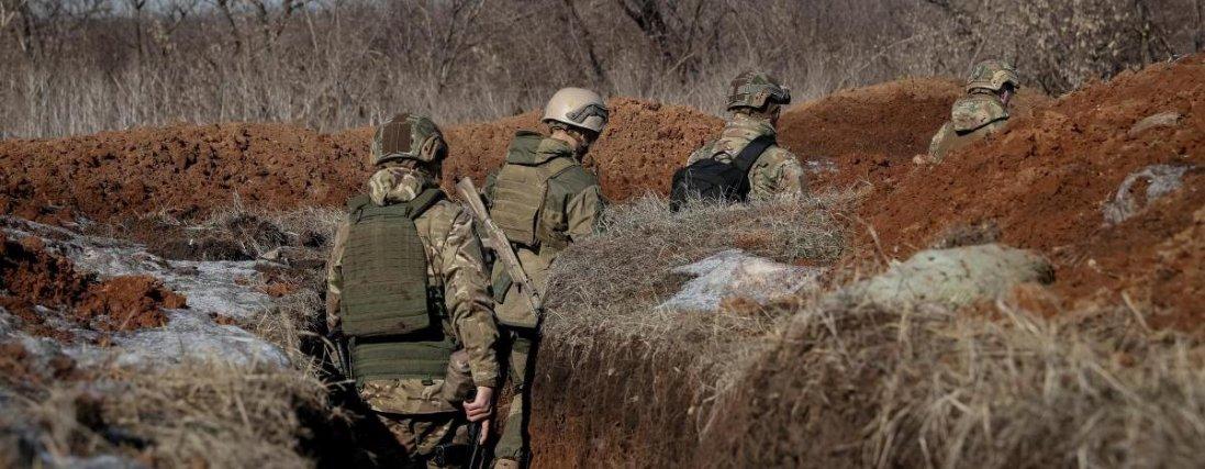 На Донбасі бойовики маскують танки та ракетні системи