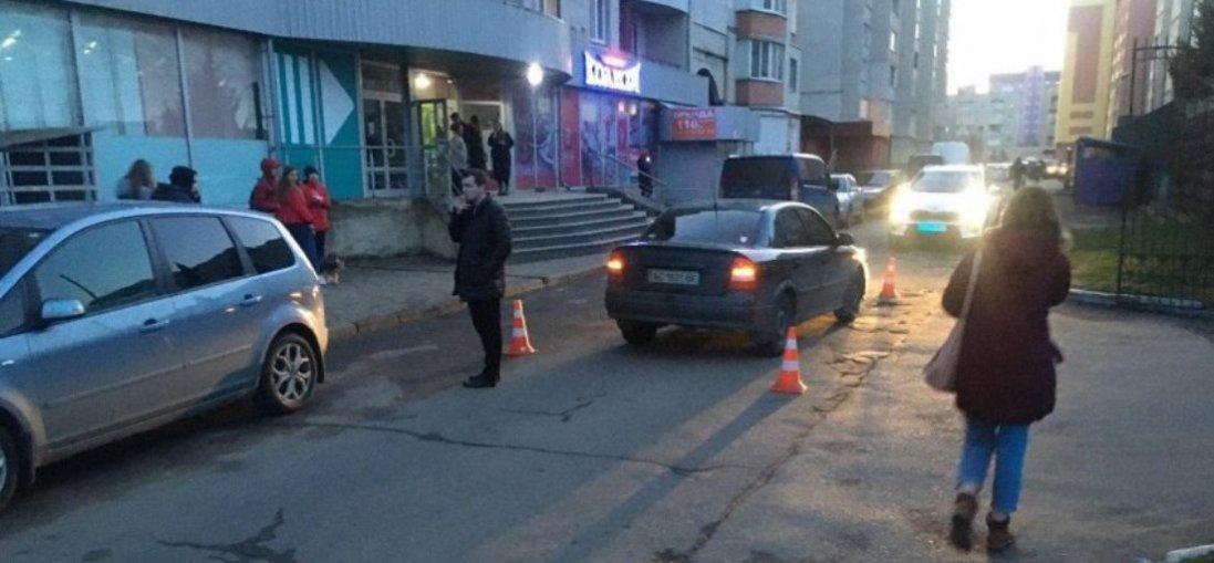 У Луцьку автомобіль наїхав дитині на ногу (фото)