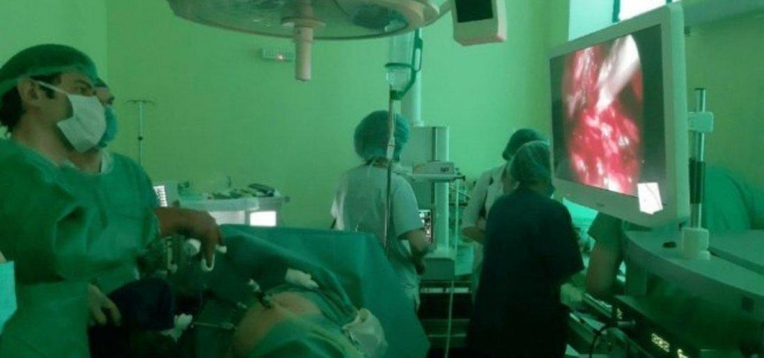 На Волині чоловікові трансплантували нирку його матері (фото)