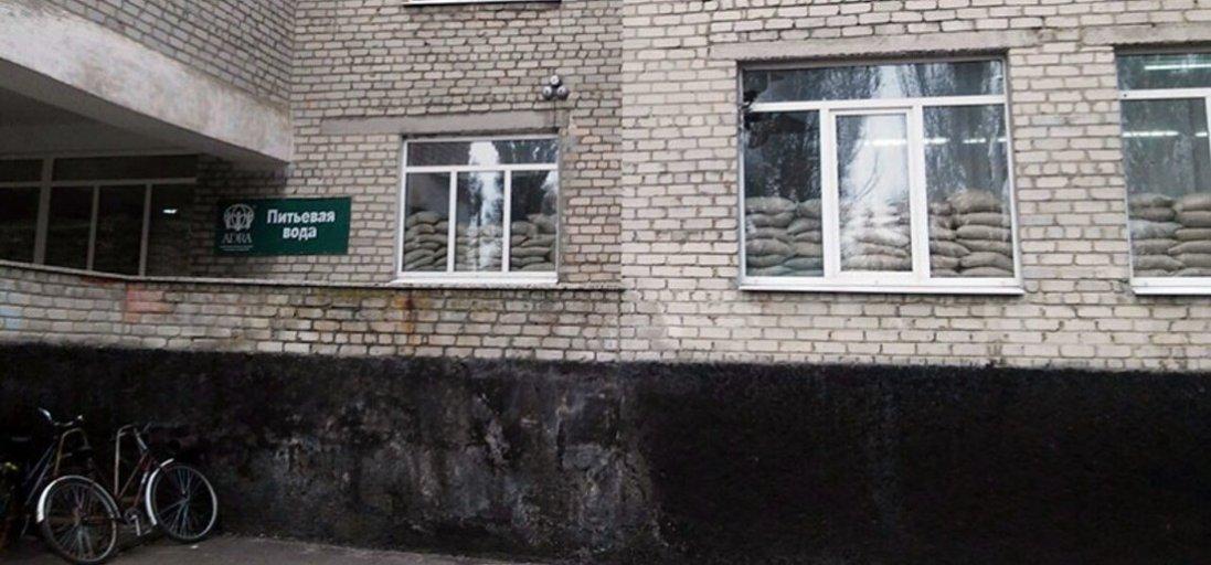 На Донбасі бойовики обстріляли школу – учнів та вчителів евакуювали у бомбосховище