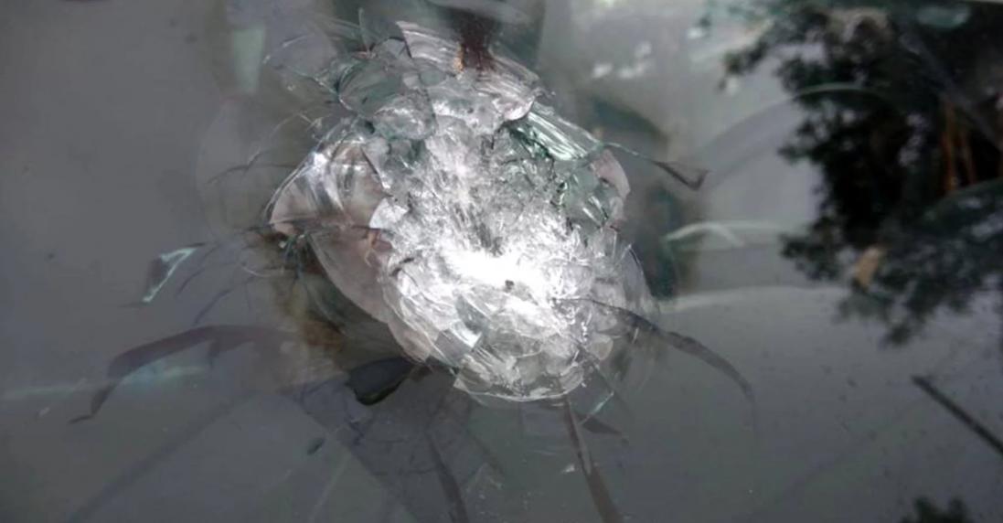 У Києві обстріляли елітне авто (фото, відео)
