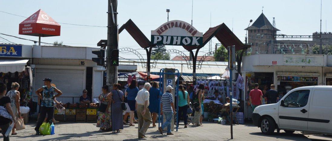 У Луцьку - штовханина на Старому ринку (відео)