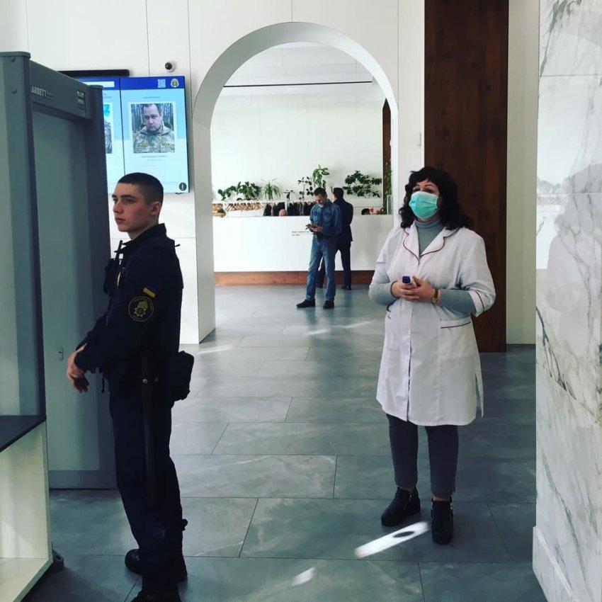 У Київраді через карантин депутатам почали міряти температуру