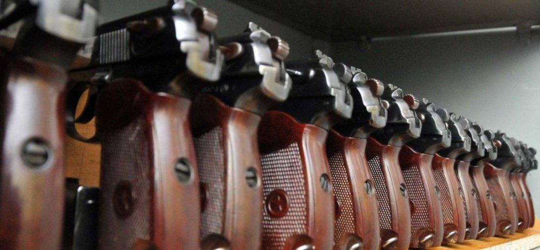 На Луганщині затримали мікроавтобус, який був набитий зброєю (фото)
