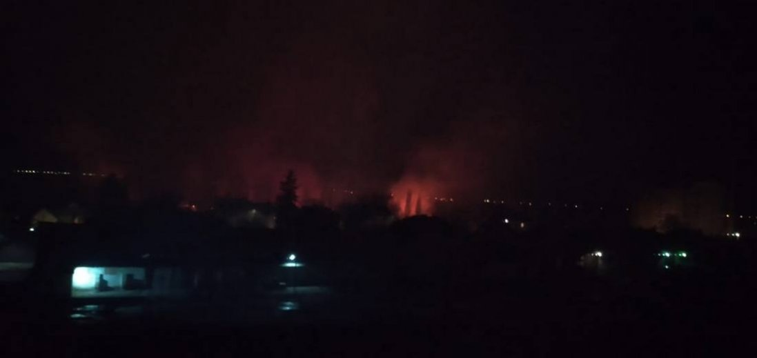 «Нема чим дихати»: в Луцьку скаржаться на пожежу біля Стиру (фото)