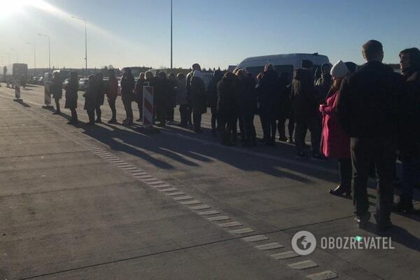 Українці влаштували страйк на кордоні з Польщею: все стоїть