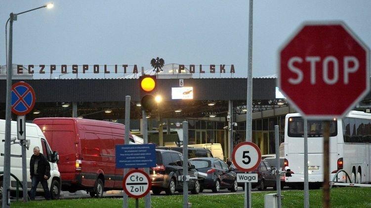 Українські заробітчани рвонули додому з Польщі