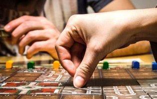 5 варіантів настільних ігор для веселого і корисного дозвілля школяра