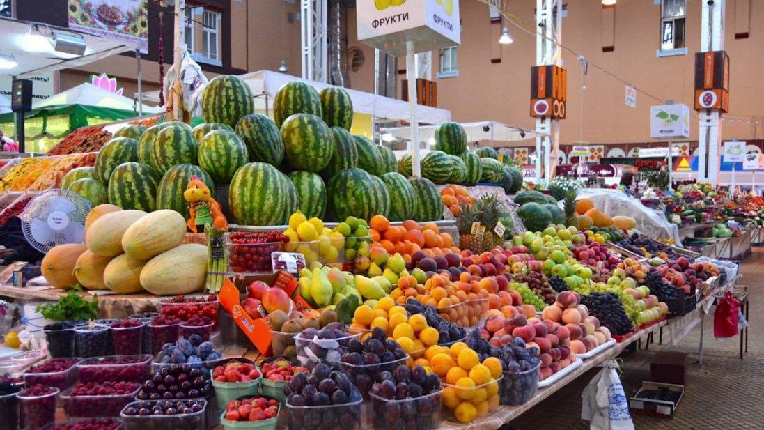 Попри заборону: у Луцьку продовжує роботу ринок та будівельний гіпермаркет
