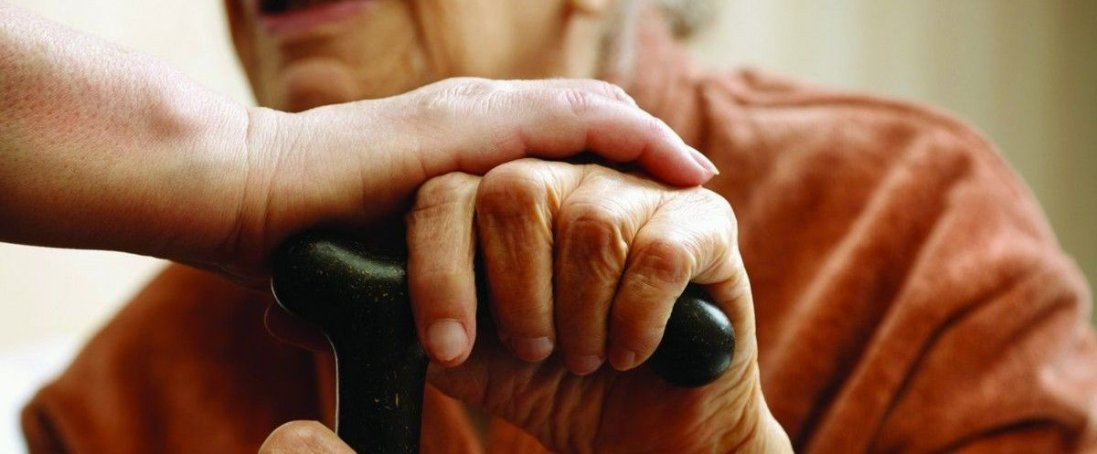 Лучан просять допомагати пенсіонерам під час карантину