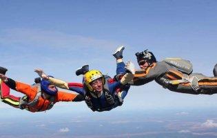 Де в Україні стрибнути з парашутом: місця, аеродроми, ціни