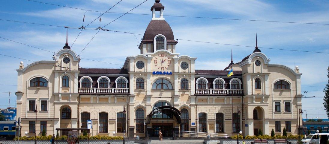 У Луцьку не працюють автостанції та вокзал (фото)