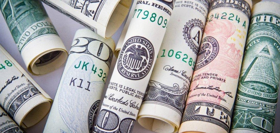 Гривня продовжує падіння: курс валют на 19 березня