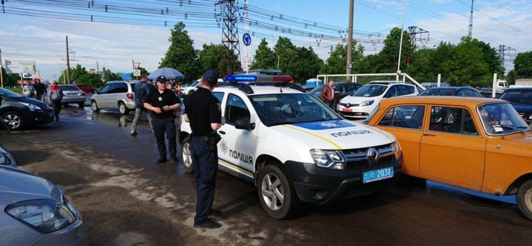 Карантин у Луцьку: поліція розігнала авторинок