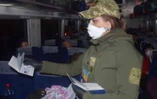 В Україну з Польщі спецпотягами привезли більше тисячі українців