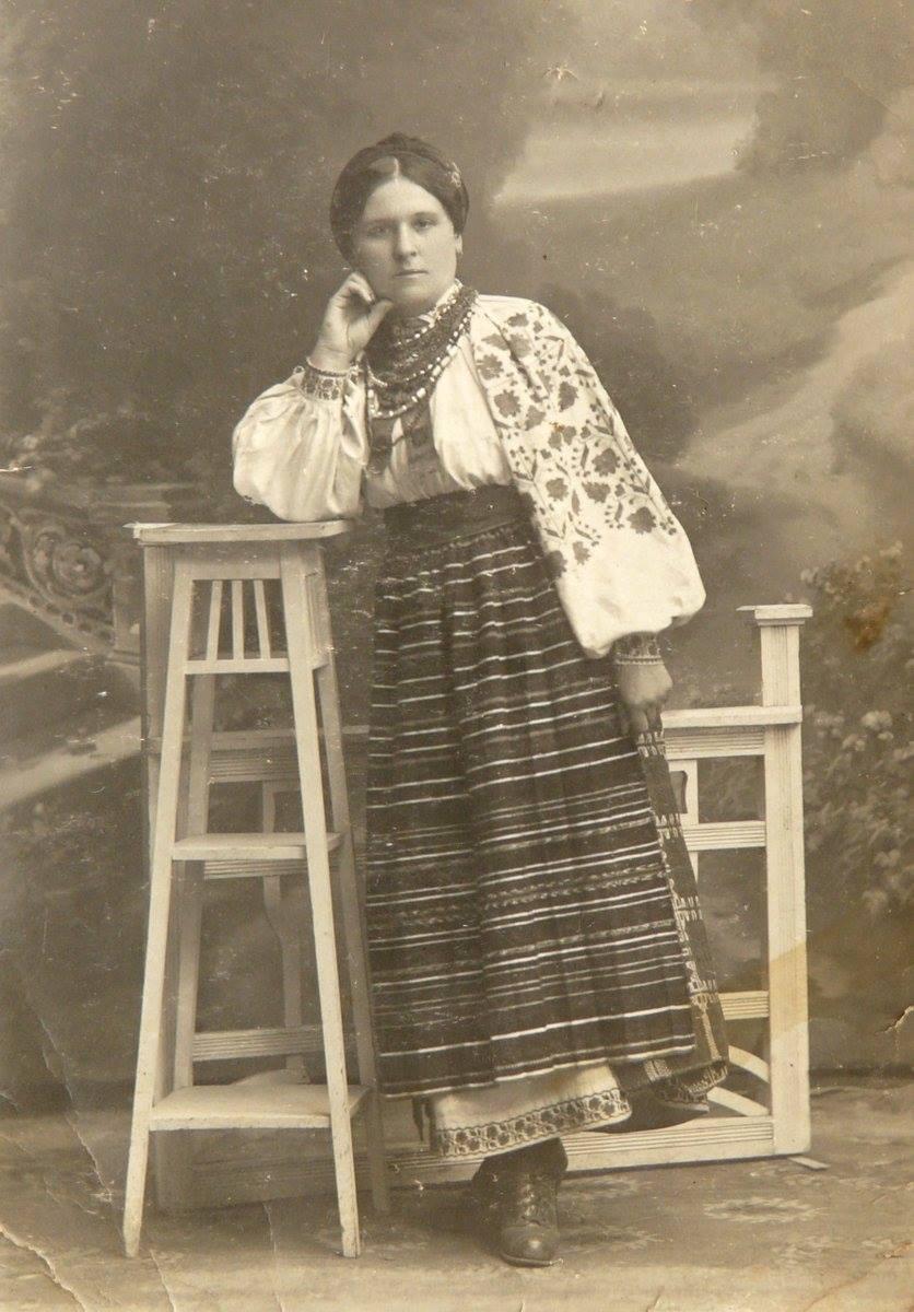 Дівчина з Рівненщини, 1920-ті роки