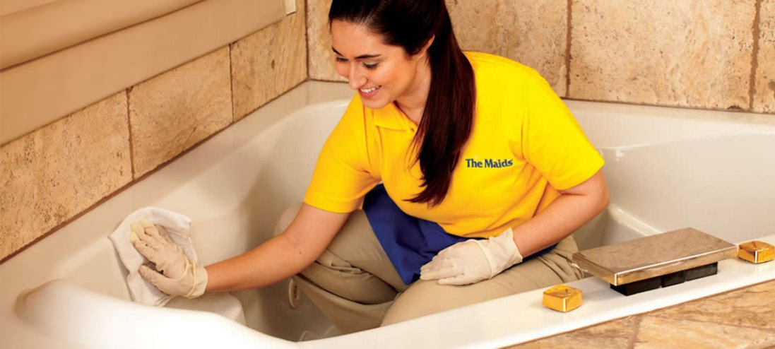 Як захистити ванну від жовтого нальоту