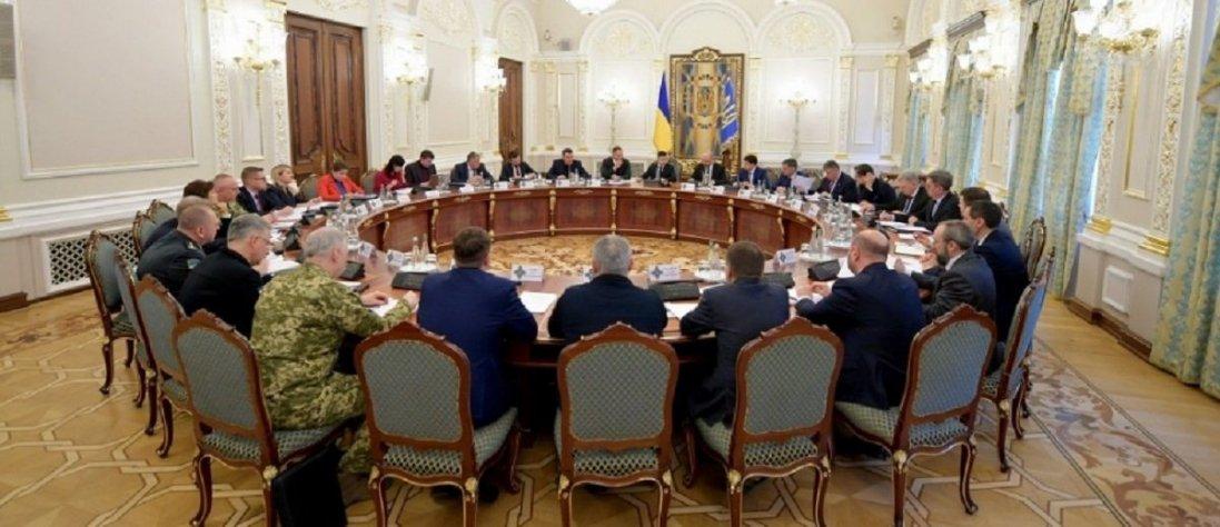 В Україні планують ввести надзвичайний стан. Що це означатиме для українців