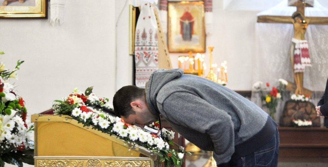 Затримали священника за службу в храмі