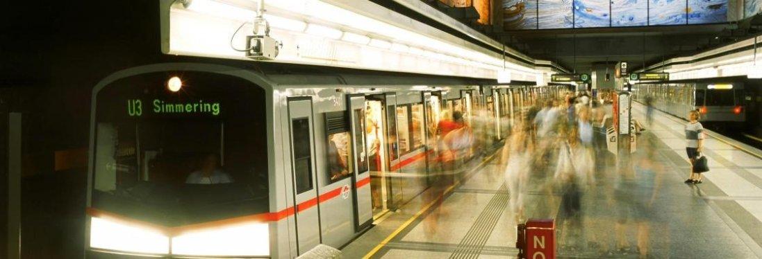 Спалах коронавірусу: в Німеччині чоловік облизав поручні в метро