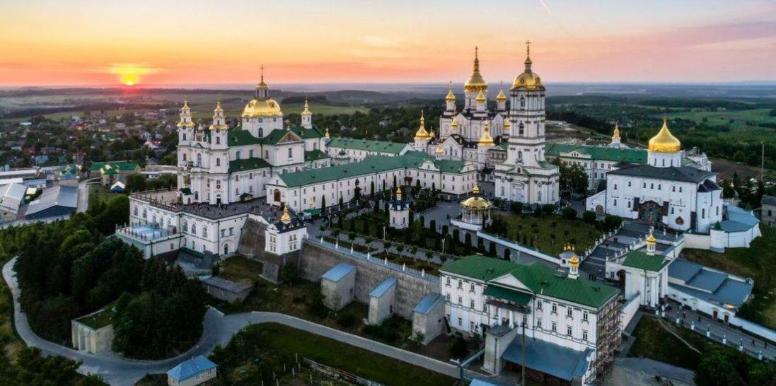 8 іноземців заразилися коронавірусом під час паломництва до Почаєва