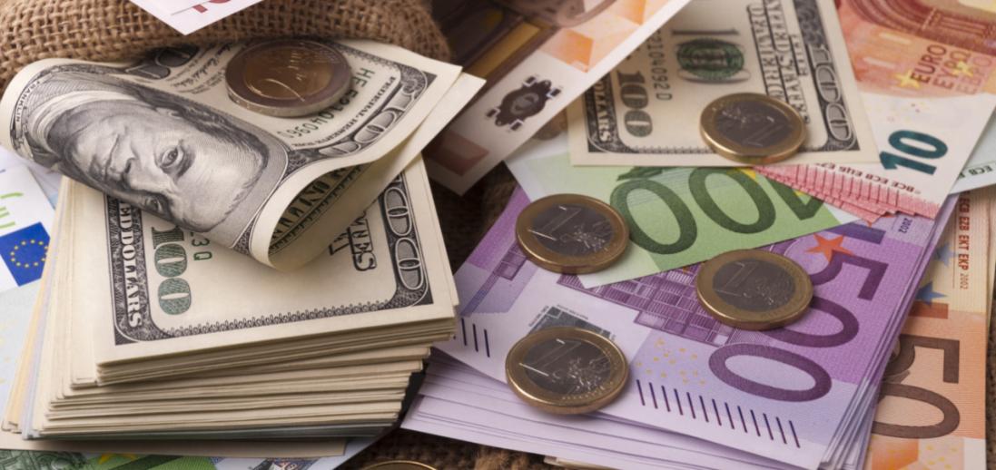 Трохи подешевшали долар і євро: курс валют на 25 березня