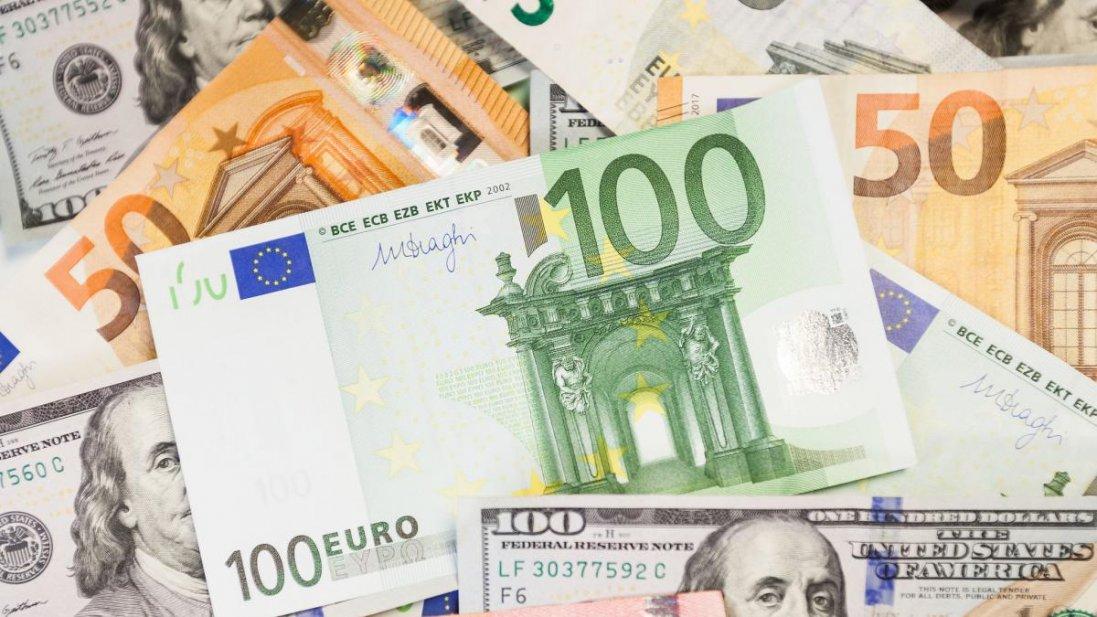 Курс долара і євро продовжує зростати