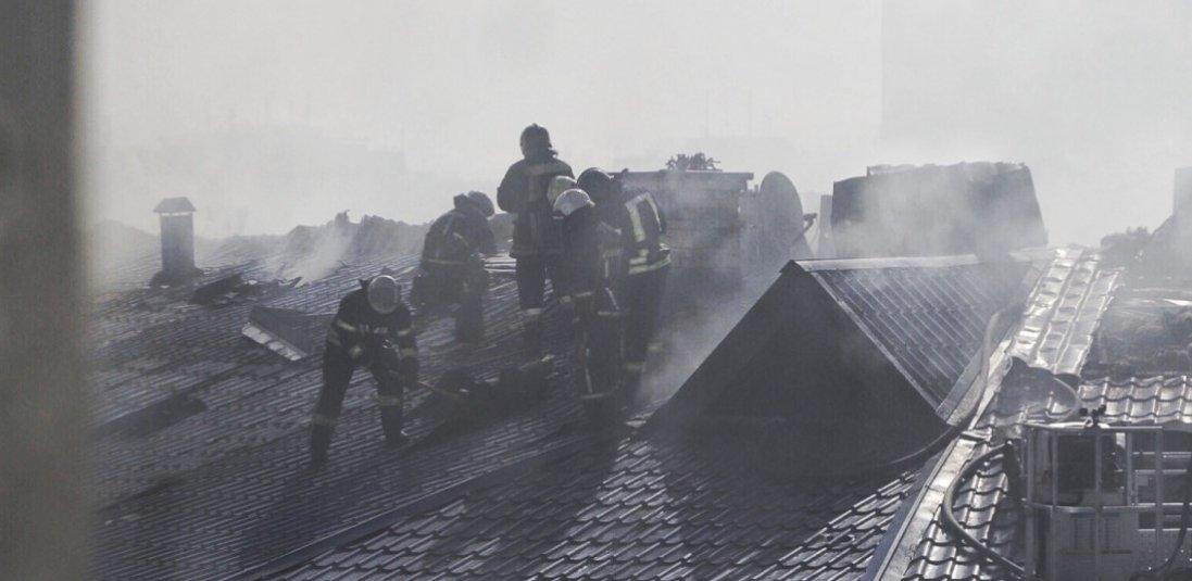 Фото і відео пожежі житлового будинку в Одесі