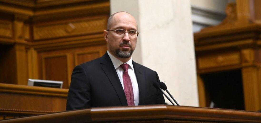 Українським чиновникам хочуть зрізати зарплати через коронавірус