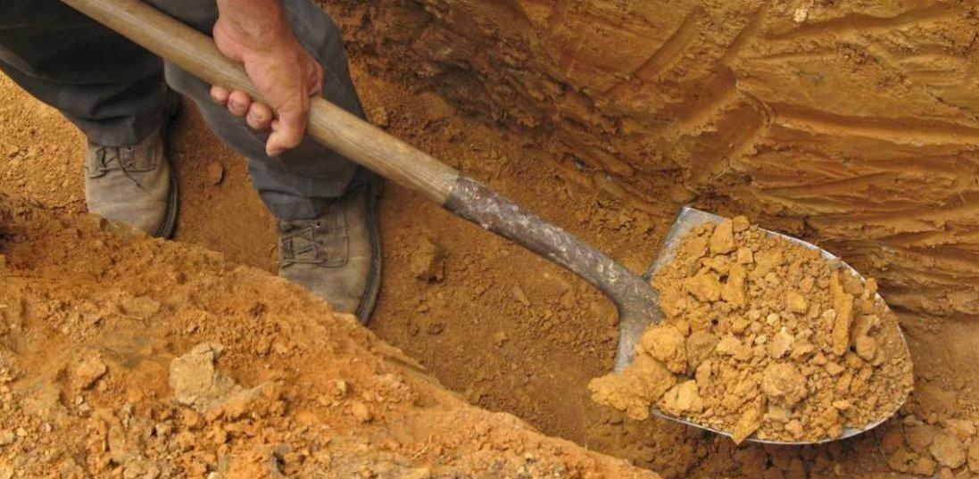 У Дніпрі викопали 400 могил для померлих від коронавiрусу
