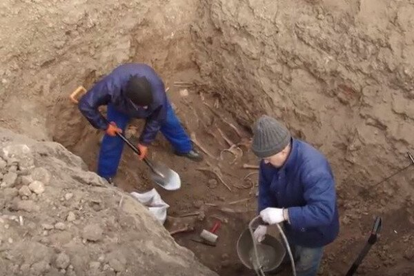 У Дніпрі вирили сотні могил для померлих від коронавiрусу