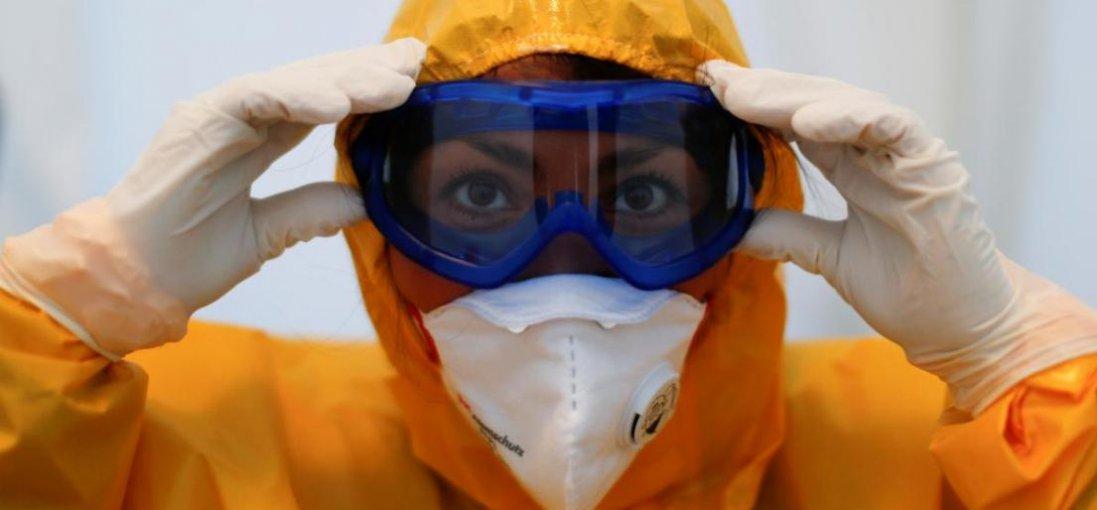Благодійники закупили захисні костюми Волинській клінічній лікарні