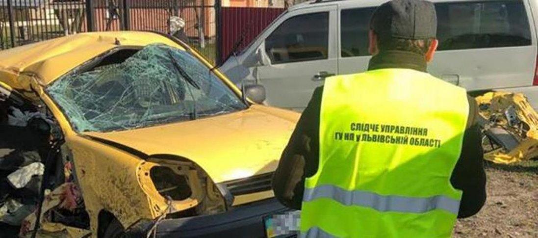 На Львівщині мікроавтобус зіткнувся з фургоном: троє загиблих