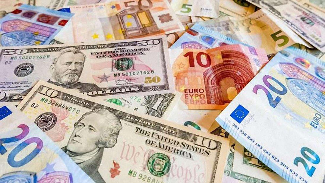 Долар і євро подорожчали: курс валют на 2 квітня