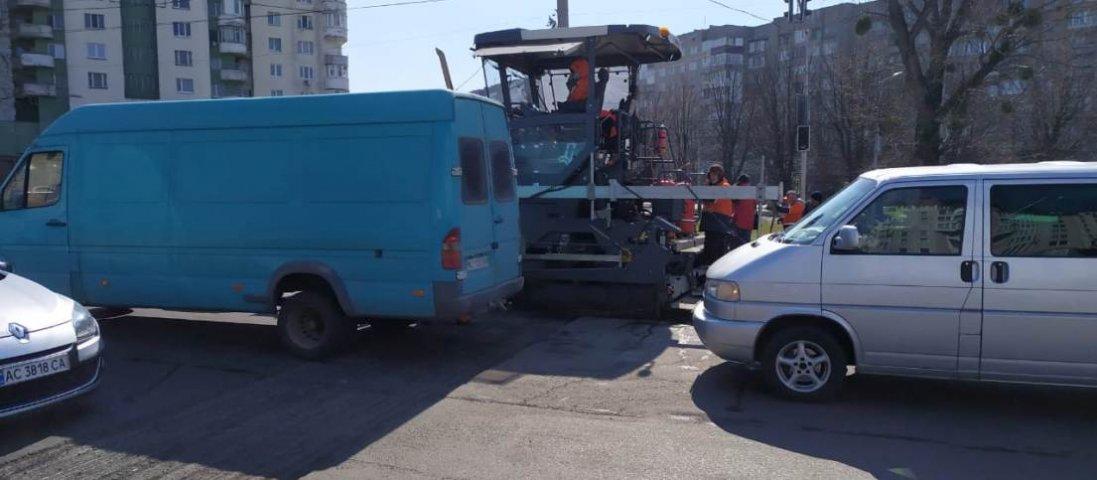 У Луцьку ремонтують дорогу на Рівненській