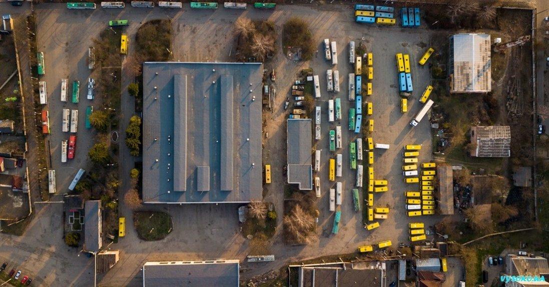 Луцькі тролейбуси та маршрутки на карантині з висоти польоту