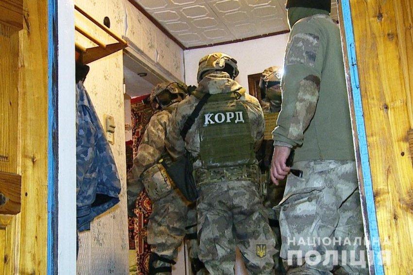На Вінничині поліцейські затримали озброєного зловмисника