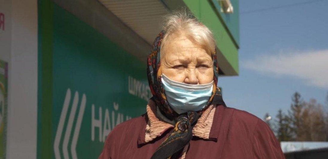 Виходити на вулицю, купити ліки, заплатити комуналку: що дозволено робити пенсіонерам в Україні