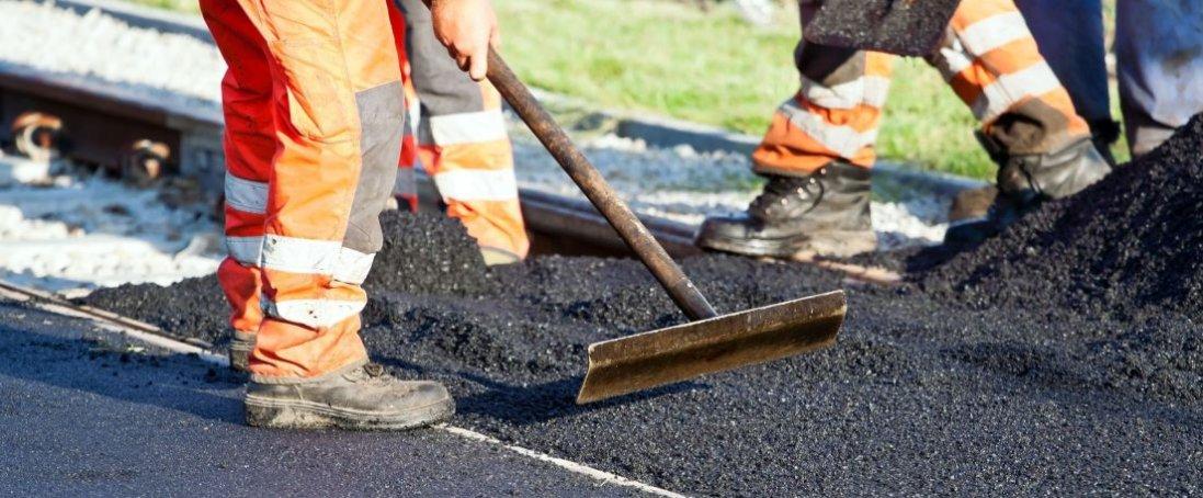 У Луцьку біля однієї з шкіл відремонтували дорогу
